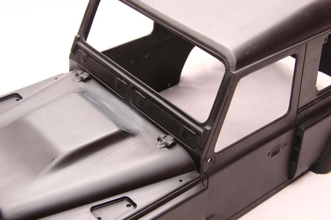 Front window integrated frame on Kahn D90 Hardbody